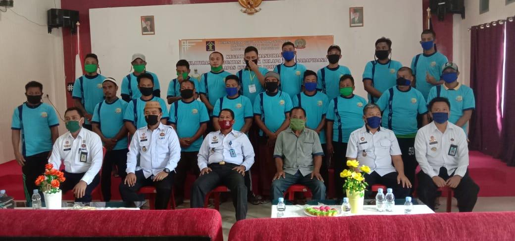Puluhan warga binaan Lapas Pohuwato, saat mengikuti kegiatan kemandirian pelatihan pembuatan minyak kelapa, Rabu (15/07/2020).